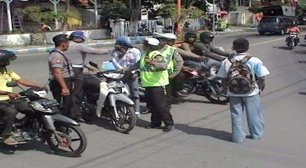 Polisi Siap Tilang Siswa Konvoi Kelulusan UN