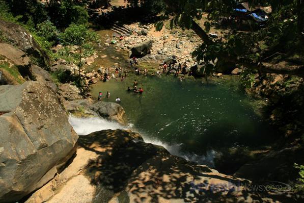 Wisata Alam Air Terjun Suhom di Aceh Besar
