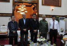 Foto bersama Duta Besar Indonesia untuk Swedia (infopublik.depkominfo.go.id)