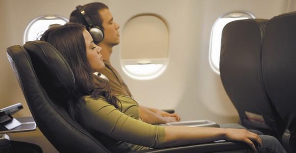 Inilah Cara Memaksimalkan Tidur di Dalam Pesawat