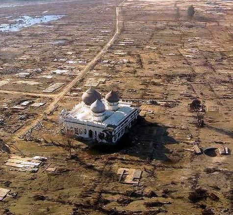Masjid Rahmatullah Lampuuk pascatsunami