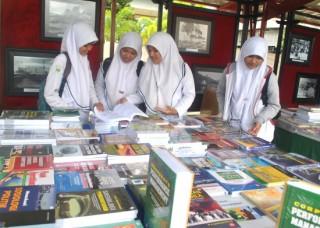 Pameran Buku di Aceh (aceh.tribunnews.com)