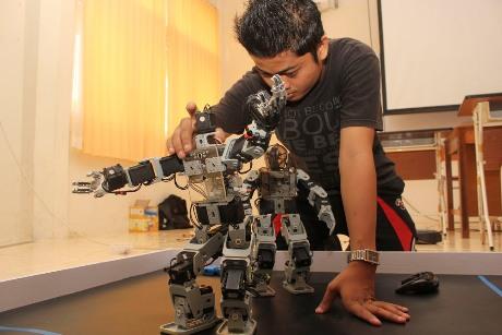 Robot mahasiswa Padang (antarasumbar.com)