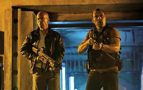 'Die Hard 5′ Hancurkan 132 mobil