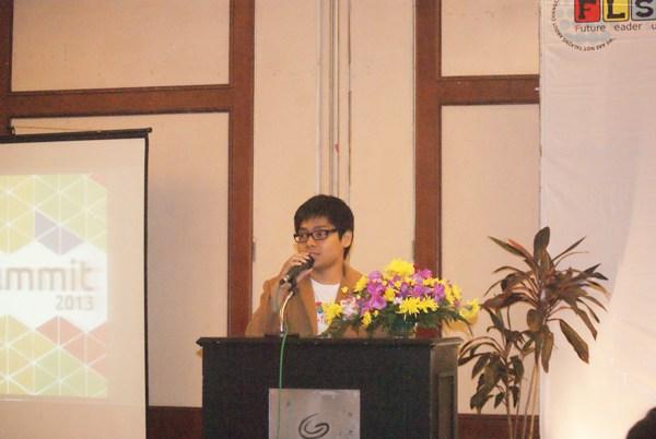 Ketua Panitia FLS 2013 Ibnu Sina Saat Memberikan Kata Sambutan di Networking Night FLS 2013 (Ist)