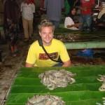 Karsten Ekmann berpose di pasar ikan Bireuen
