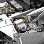 BMW i3 menggunakan delapan baterai lithium-ion, masing-masingnya memiliki 12 sel dan ditempatkan pada rangka aluminium tepat pada bagian tengah mobil