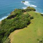 Hamparan rumput menghiasi dataran pulau Bunta (M Iqbal/SeputarAceh.com)
