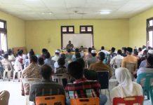 Camat Peudada sedang menyampaikan pidatonya di hadapan para tokoh - tokoh Peudada (Foto Tarmizi Age)