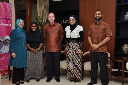 Duta Besar Australia untuk Indonesia, Greg Moriarty beserta peserta Muslim Exchange Program (Foto: DFAT Australia)