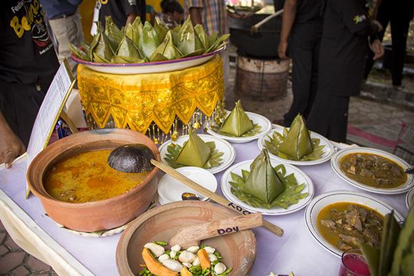 Hidangan kuah belangong yang khas dengan bu kulah (Foto M Iqbal/SeputarAceh.com)
