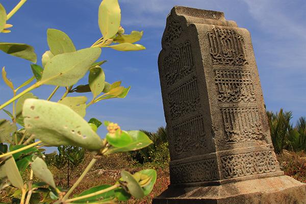 Batu nisan bertipologi Kesultanan Samudra Pasai makam Syaikh Tuan Kamil wafat tahun 930 Hijriyah (Foto M Iqbal/SeputarAceh.com)