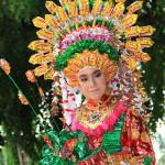 Fashion show dari plastik bekas (Foto M Iqbal/SeputarAceh.com)