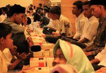 Buka puasa bersama di Masjid Agung Al-Makmur Lampriet. (Foto M Iqbal/SeputarAceh.com)