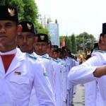 Pasukan pengibar bendera mengikuti pawai kemerdekaan (Foto M Iqbal/SeputarAceh.com)