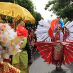 Peserta pawai menyerupai sayap burung di pawai kemerdekaan (Foto M Iqbal/SeputarAceh.com)