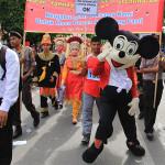Tokoh kartun Micky Mouse ikut meriahkan pawai kemerdekaan (Foto M Iqbal/SeputarAceh.com)