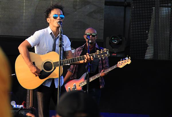 Kaka 'Slank' dan Ivan (Bass)membawakan beberapa lagu di Blang Padang, Banda Aceh (Foto M Iqbal/SeputarAceh.com)