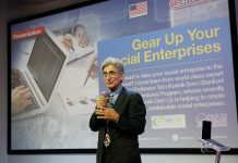 Tom Kosnik saat mempresentasikan Buku Gear UP di @america (IST)