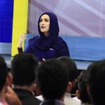 Elvita Khairani menjelaskan tentang rundown berita di gedung AAC Dayan Dawood (Foto M Iqbal/SeputarAceh.com)