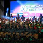 Sejumlah penari menampilkan tarian kolosal Aceh 'Thanks To The World' di panggung apresiasi seni #10thnTsunami (Foto M Iqbal/SeputarAceh.com)