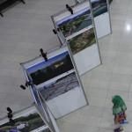 Seorang anak melihat pameran photo di Museum Tsunami Aceh (Foto M Iqbal/SeputarAceh.com)