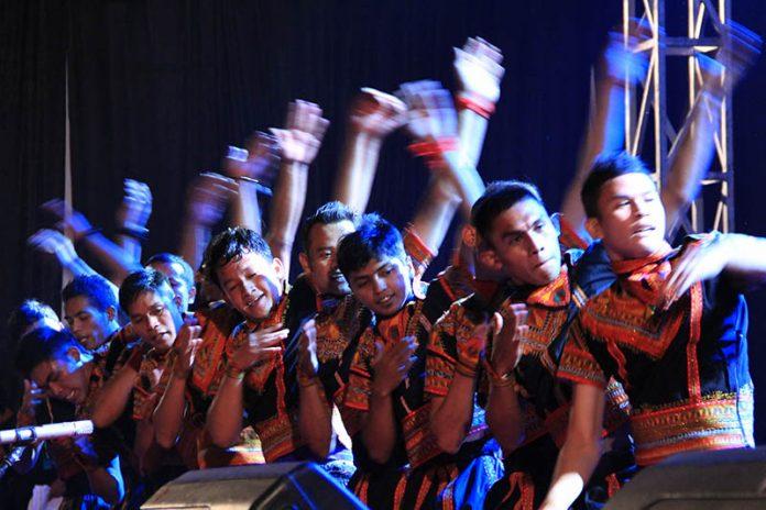 Tari Saman yang ditetapkan sebagai warisan budaya dunia oleh UNESCO juga ikut tampil di Gayo Art Summit 2014 (Foto M Iqbal/SeputarAceh.com)