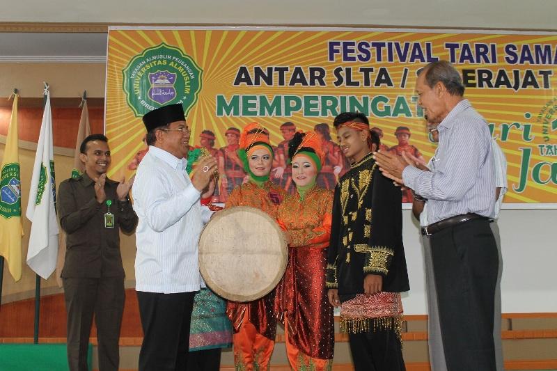 Rektor Umuslim membuka Festival Tarian Saman dan Pameran Batu Giok (Foto Tarmizi A Gani)