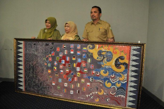Lukisan batik Aceh karya dari Cut Azzeta (Foto Twitter @HumasAceh)