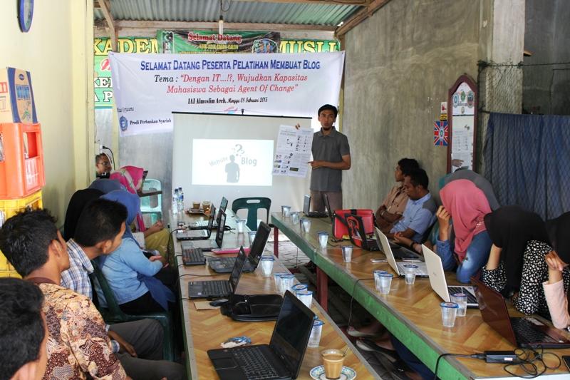 Kopdar dan blogshop di IAI Almuslim (Foto Putra)