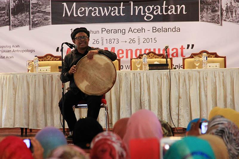 Rafly, musisi Aceh tampil di acara seminar 142 Tahun Perang Aceh-Belanda (Foto M Iqbal/SeputarAceh.com)