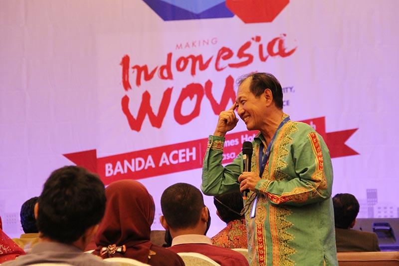 Hermawan Kartajaya berbicara dalam seminar bertemakan 'Making Indonesia WOW' City Creativity and Commerce di Ball Room Hermes Hotel (Foto M Iqbal/SeputarAceh.com)