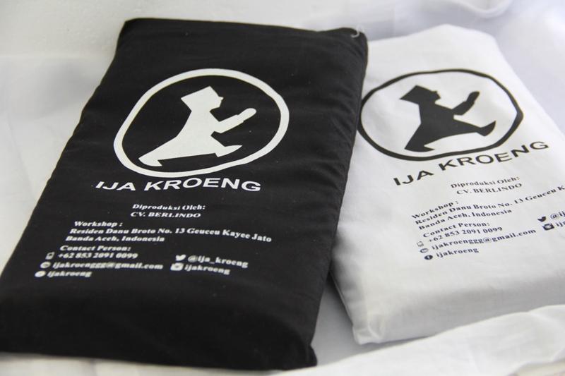 Produk buat asli (made in) Aceh, kain sarung untuk dewasa dan anak Ija Kroeng (Foto M Iqbal/SeputarAceh.com)