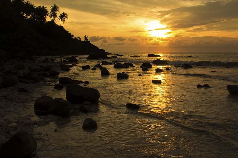 Menikmati sunset di Pulau Sudheun, Aceh Jaya (Foto M Iqbal/SeputarAceh.com)
