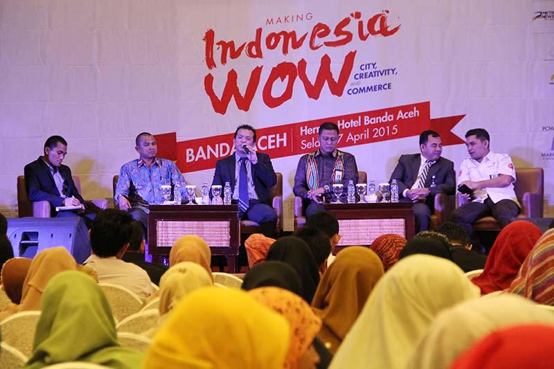 Sejumlah narasumber Session Panel berbagi pengalamannya dalam mengelola perusahaan acara Indonesia Marketeers Festival 2015 di Hermes Hotel (Foto M Iqbal/SeputarAceh.com)