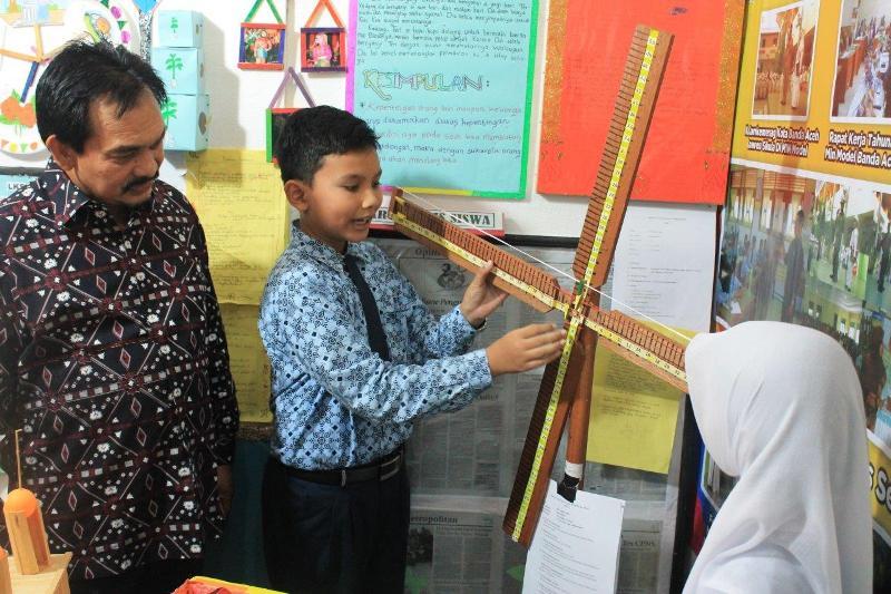 Salah satu stand MIN Model Banda Aceh dengan media pembelajaran perhitungan bilangan
