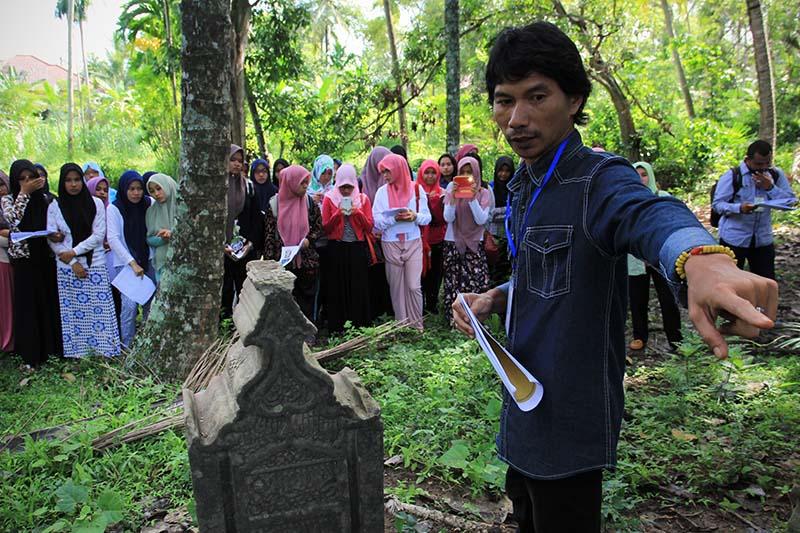 Arkeolog Ugm Jogja Dedy Satria Memaparkan Tentang Komplek Makam Al Wazir Perdana Menteri Di Gampong Ilie Ulee Kareng Banda Aceh Foto M Iqbal Seputaraceh Com Seputaraceh