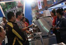 Stand Aceh memberikan kopi gratis kepada pengunjung pameran Deep dan Extreme Indonesia 2015 (Foto IST)