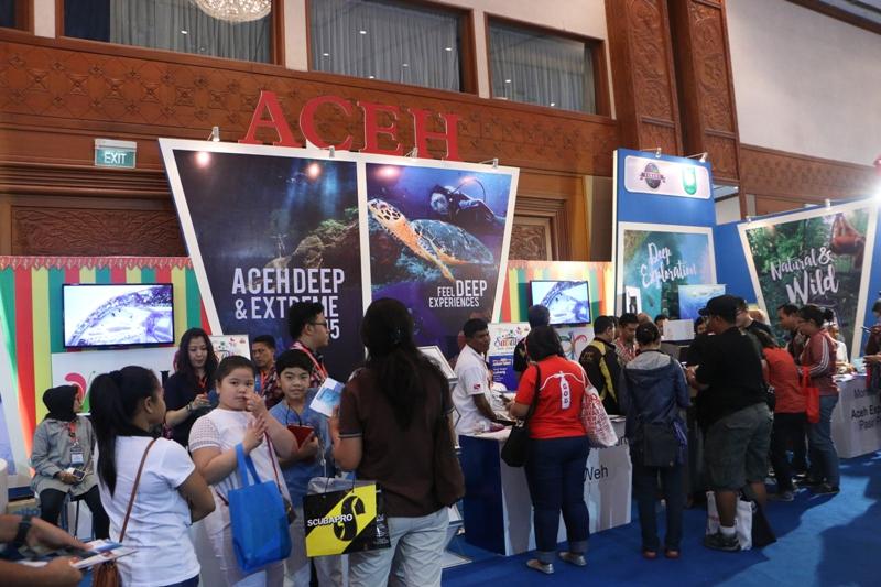 Sejumlah pengunjung memadati stand Aceh di pameran Deep dan Extreme Indonesia 2015 (Foto IST)