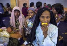Rohingya Muslim migrants originating from Myanmar eat breakfast as they are sheltered in the sport stadium of Lhok Sukon, North Aceh, Sumatra, Indonesia, 11 May 2015. Indonesia on 10 May 2015 rescued more than 500 Myanmar Rohingya found drifting in a boat off the North Aceh coast. Many Rohingya Muslims, a stateless minority in predominately Buddhist Myanmar, often escape by travelling to Malaysia and Indonesia through Thailand by boats and cars that are run by smugglers, who hold them in captivity until ransom is paid by their family back home. EPA/ZIKRI MAULANA