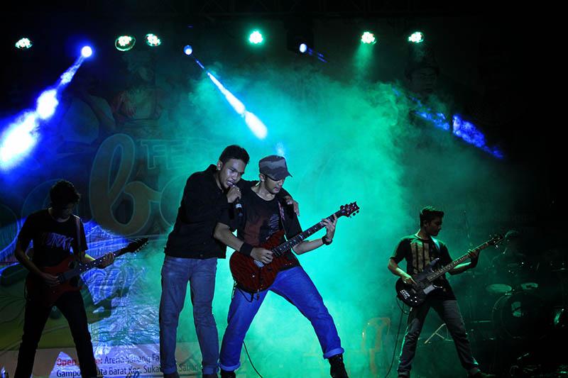 Camellion genre musik Rock tampil di pentas utama Festival Sabang Fair (Foto M Iqbal/SeputarAceh.com)