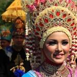 Duta wisata Sabang mengikuti pawai Festival Sabang Fair (Foto M Iqbal/SeputarAceh.com)