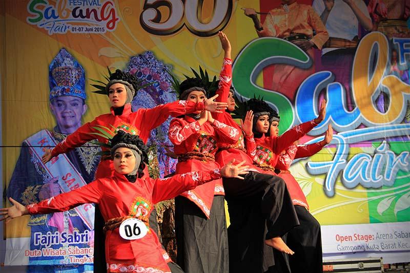 Kontingen dari Aceh Tengah tampil dalam lomba tari kreasi baru acara Festival Sabang Fair (Foto M Iqbal/SeputarAceh.com)