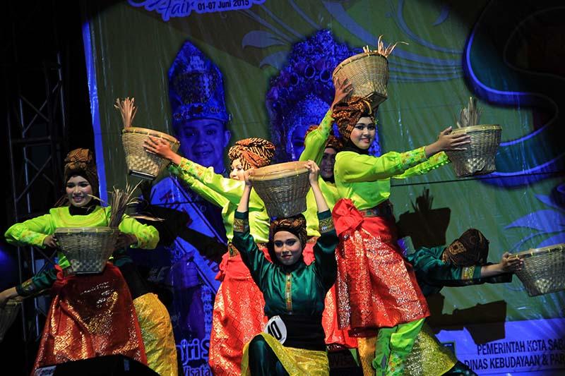 Kontingen dari Aceh Tenggara tampil di panggung Festival Sabang Fair (Foto M Iqbal/SeputarAceh.com)