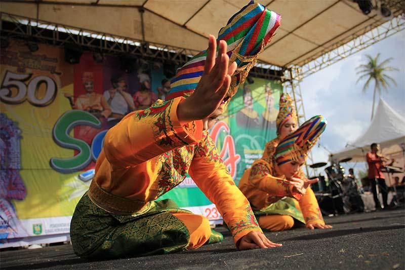 Kontingen dari Banda Aceh tampil dalam lomba tari kreasi baru acara Festival Sabang Fair (Foto M Iqbal/SeputarAceh.com)