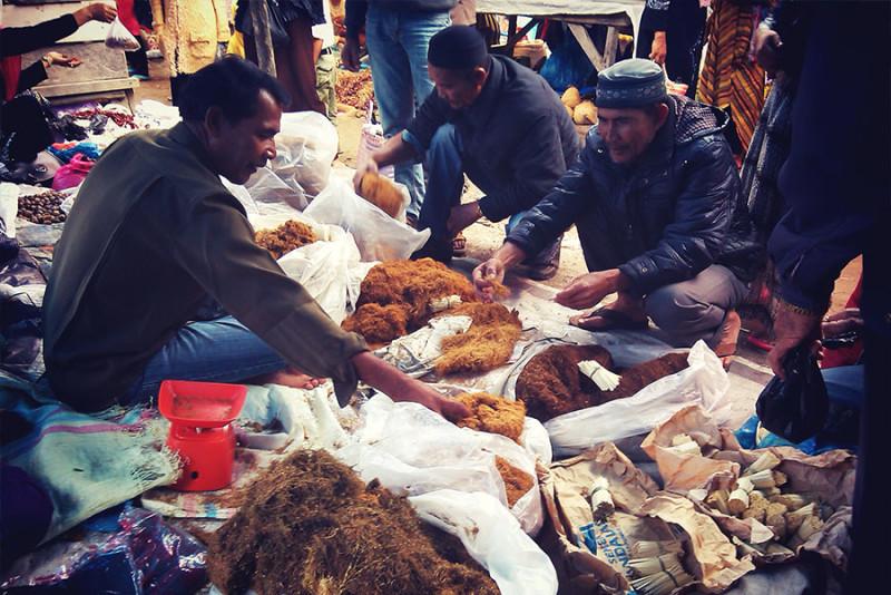 Penjual rokok san tembakau tradisional di pasar Pekan Simpang Balek, Bener Meriah (Foto Pozan Matang/SeputarAceh.com)