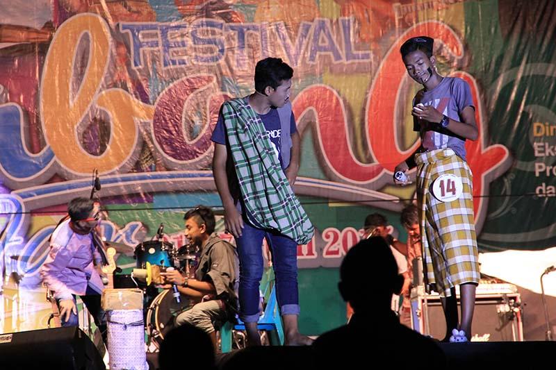 Peserta membawakan Cagok Aceh di panggung pentas utama acara Festival Sabang Fair