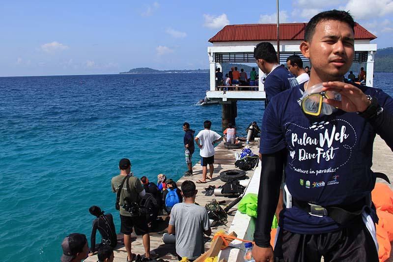 Salah satu peserta mengikuti acara Pulau Weh Dive Festival di pantai Gapang Sabang (Foto M Iqbal/SeputarAceh.com)