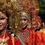 Sejumlah kontingen dari beberapa propinsi Aceh mengikuti pawai acara Festival Sabang Fair (Foto M Iqbal/SeputarAceh.com)