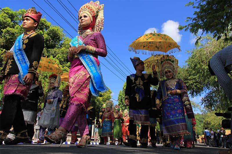 Sejumlah peserta mengikuti pawai acara Festival Sabang Fair (Foto M Iqbal/SeputarAceh.com)